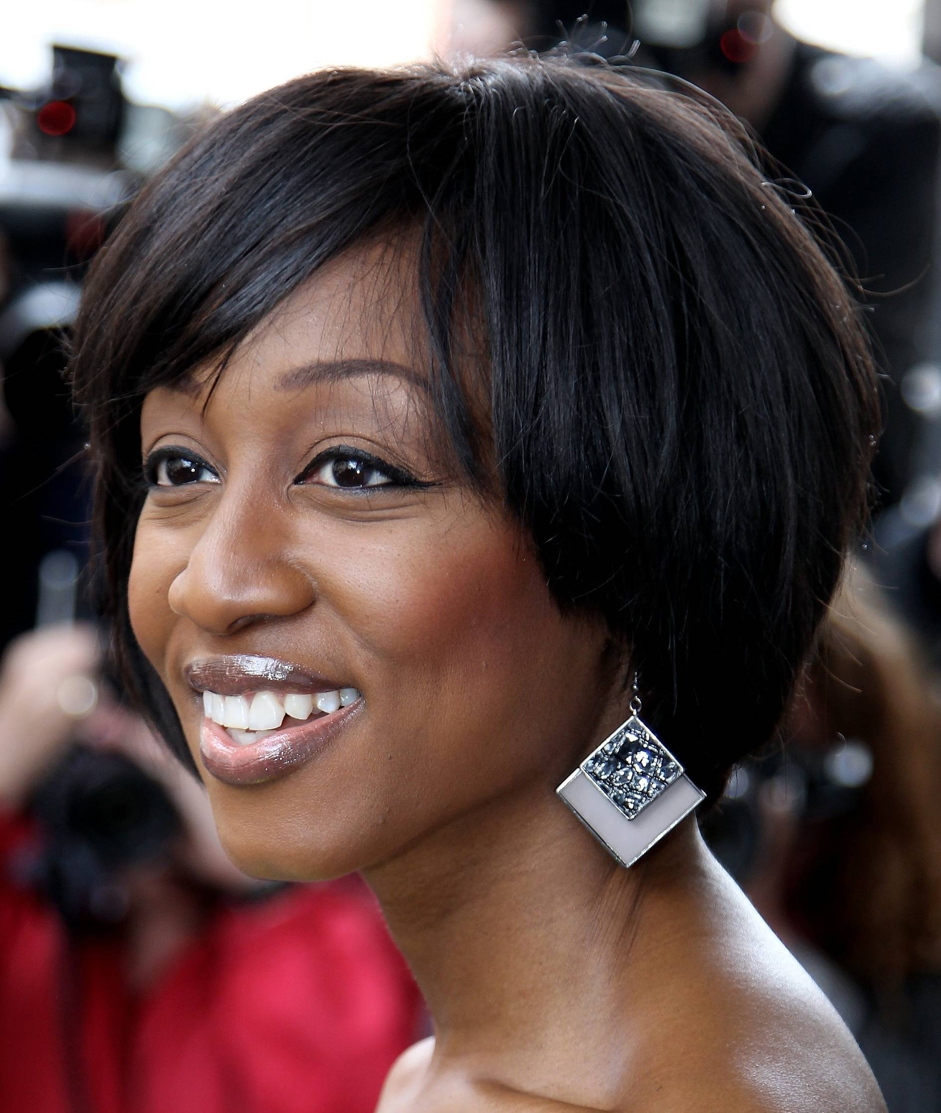 Short Weave Hairstyles Pictures Images For Nice Short Weaves Intended For Short Weaves For Oval Faces (View 24 of 25)