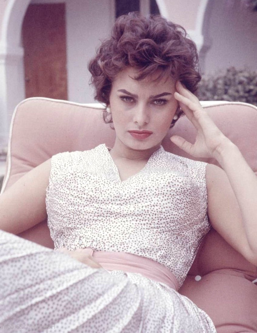 Stylish 1960S Short Curly Hairstyle Intended For 1960S Short Hairstyles (View 5 of 25)