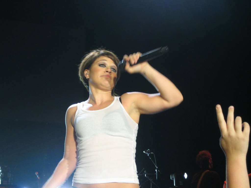 Tabloid Whore: Kelly Clarkson's Horrible Short Haircut (View 4 of 25)