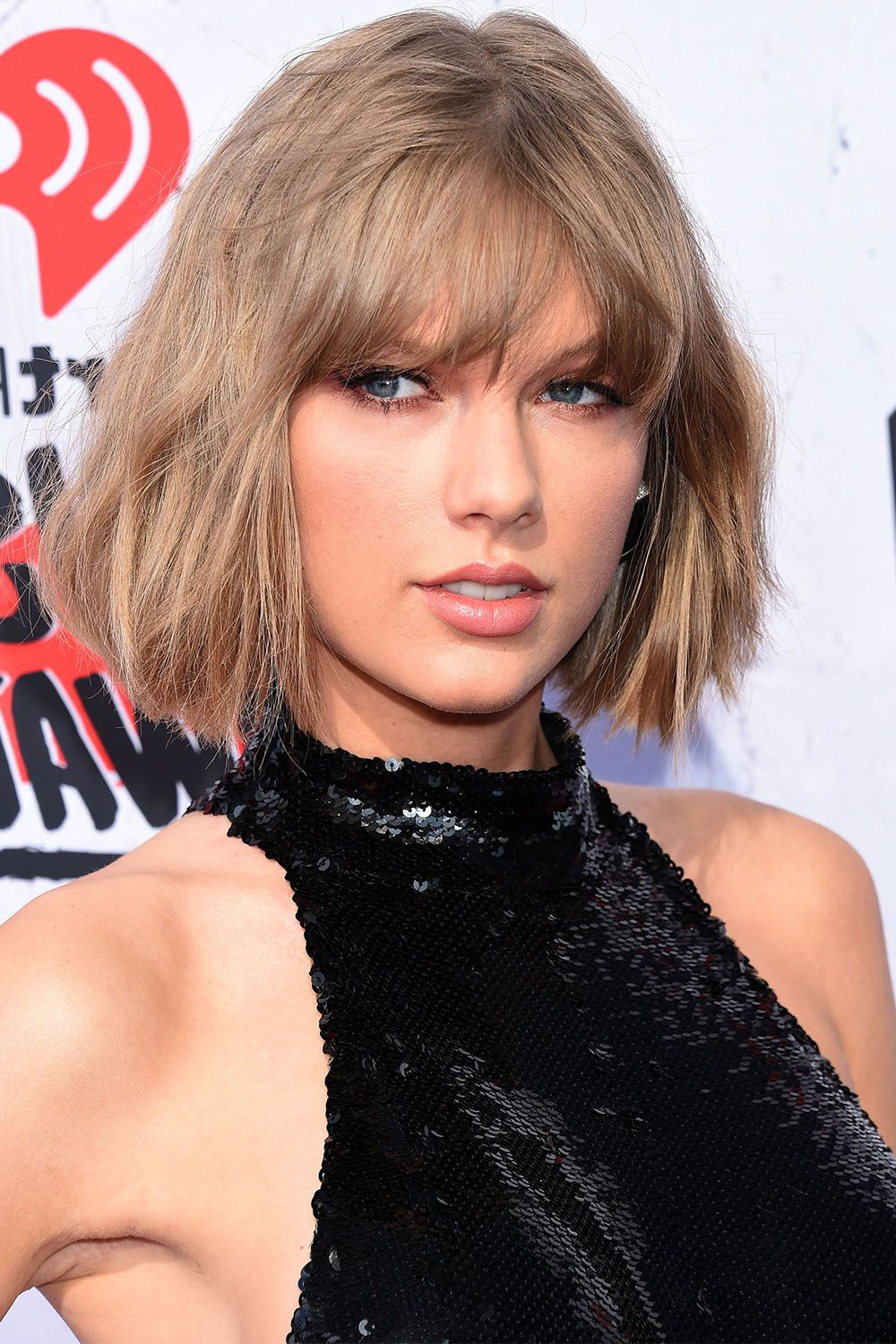 Taylor Swift Hairstyles – Taylor Swift's Curly, Straight, Short With Short Haircuts With Side Fringe (View 13 of 25)