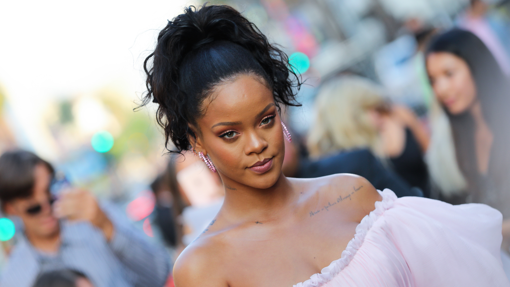 The Best Hairstyles For Oval Faces, According To Hair Experts For Short Haircuts For Black Women With Fine Hair (View 19 of 25)