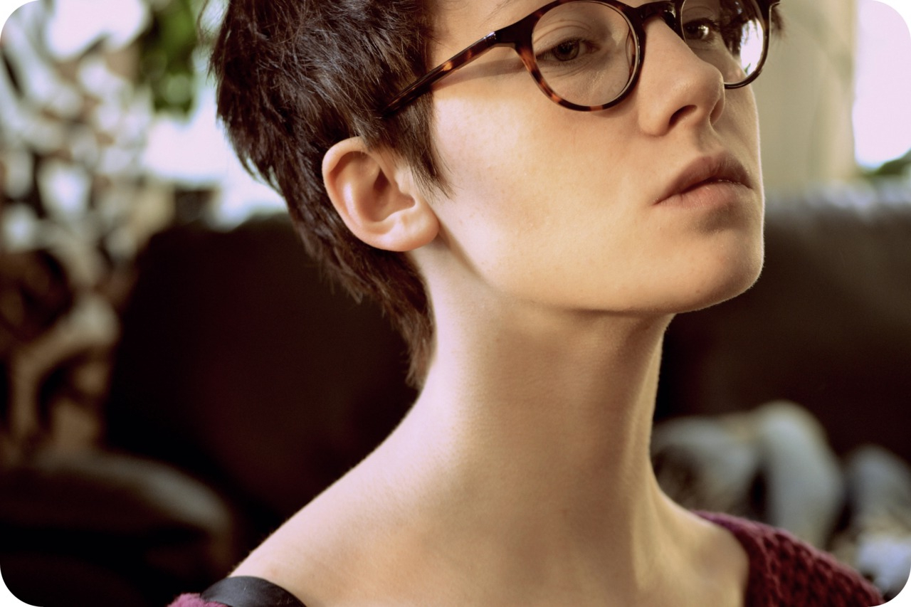 Featured Photo of Short Haircuts With Glasses