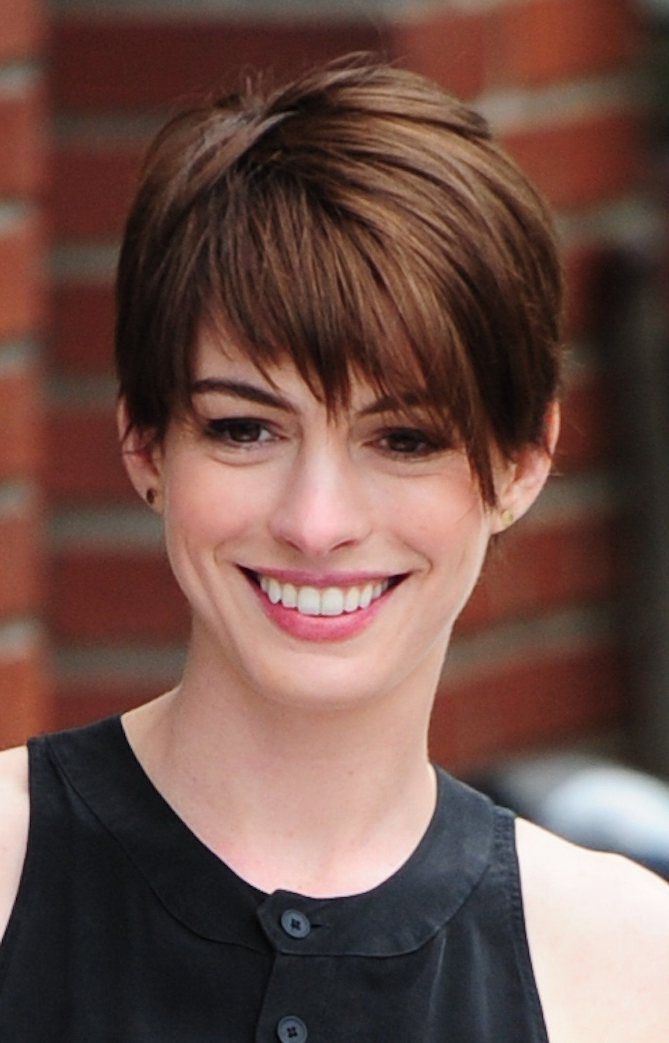 The Brunettes | Love This!!! | Pinterest | Anne Hathaway, Blond And In Anne Hathaway Short Haircuts (View 23 of 25)