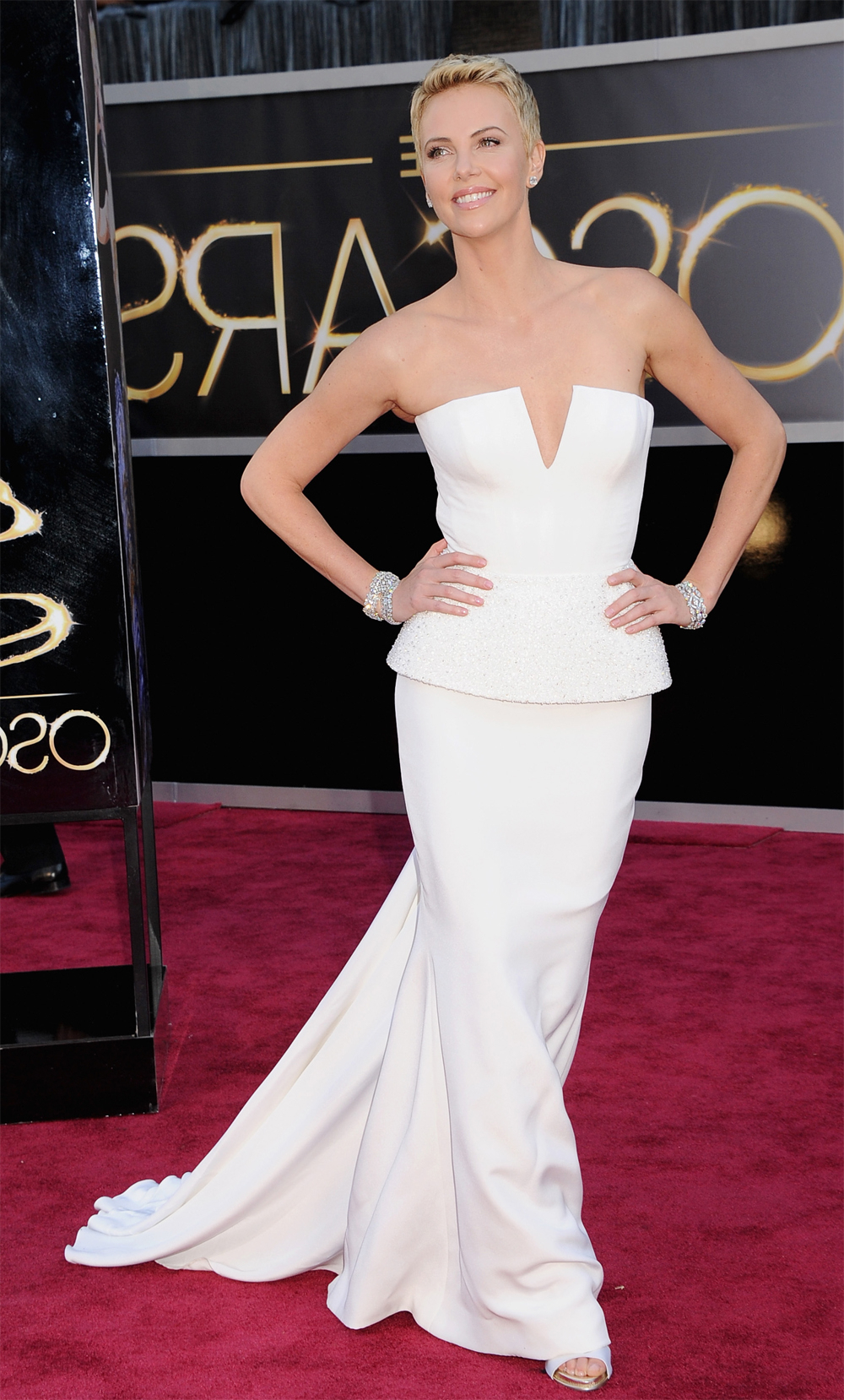 The Oscars: Charlize Theron's Androgynous, Short Hair – Career Pertaining To Charlize Theron Short Haircuts (View 21 of 25)