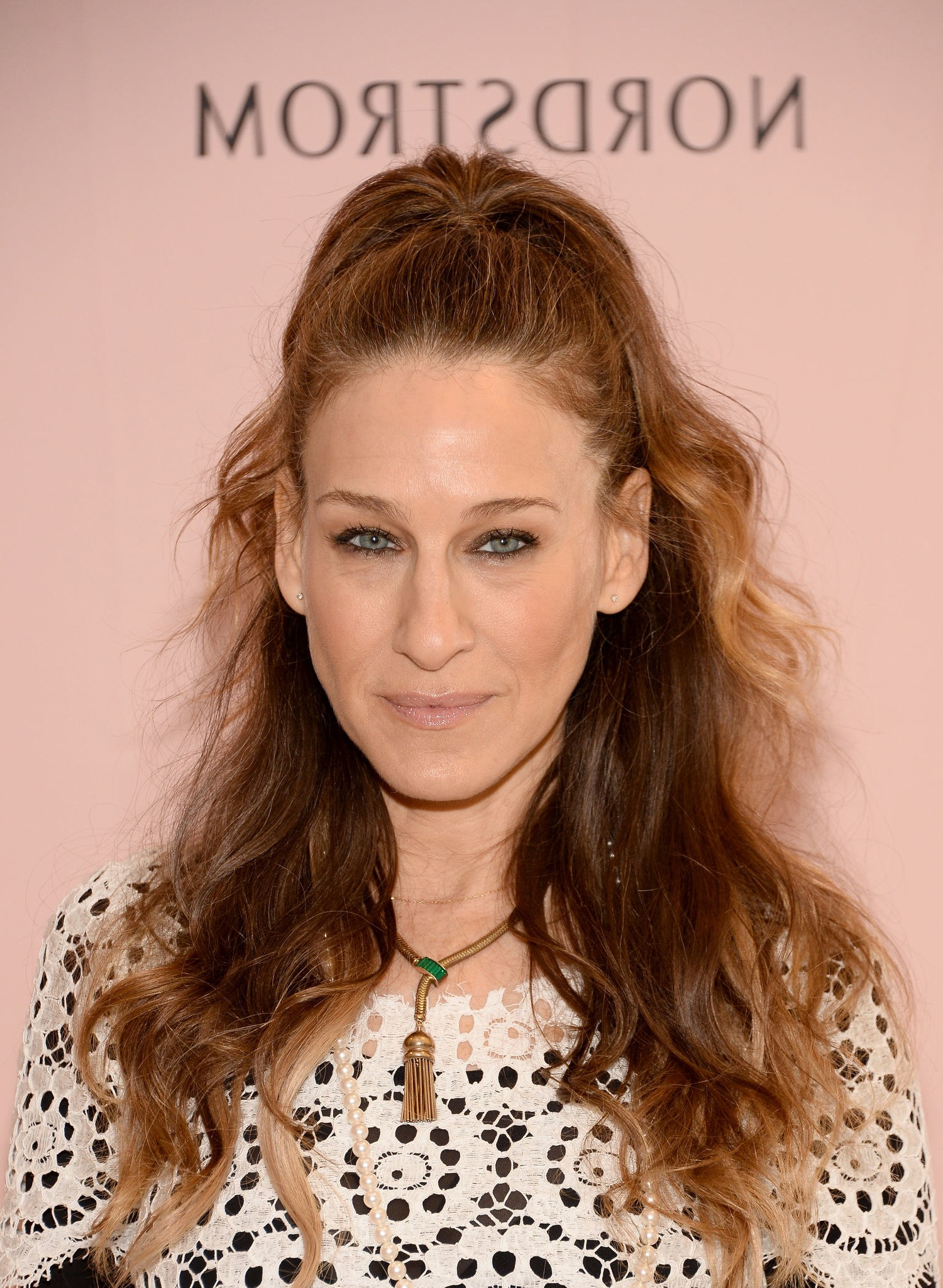 Theory: Carrie Bradshaw Would Never Wear This Hairstyle Sarah Inside Sarah Jessica Parker Short Hairstyles (View 25 of 25)