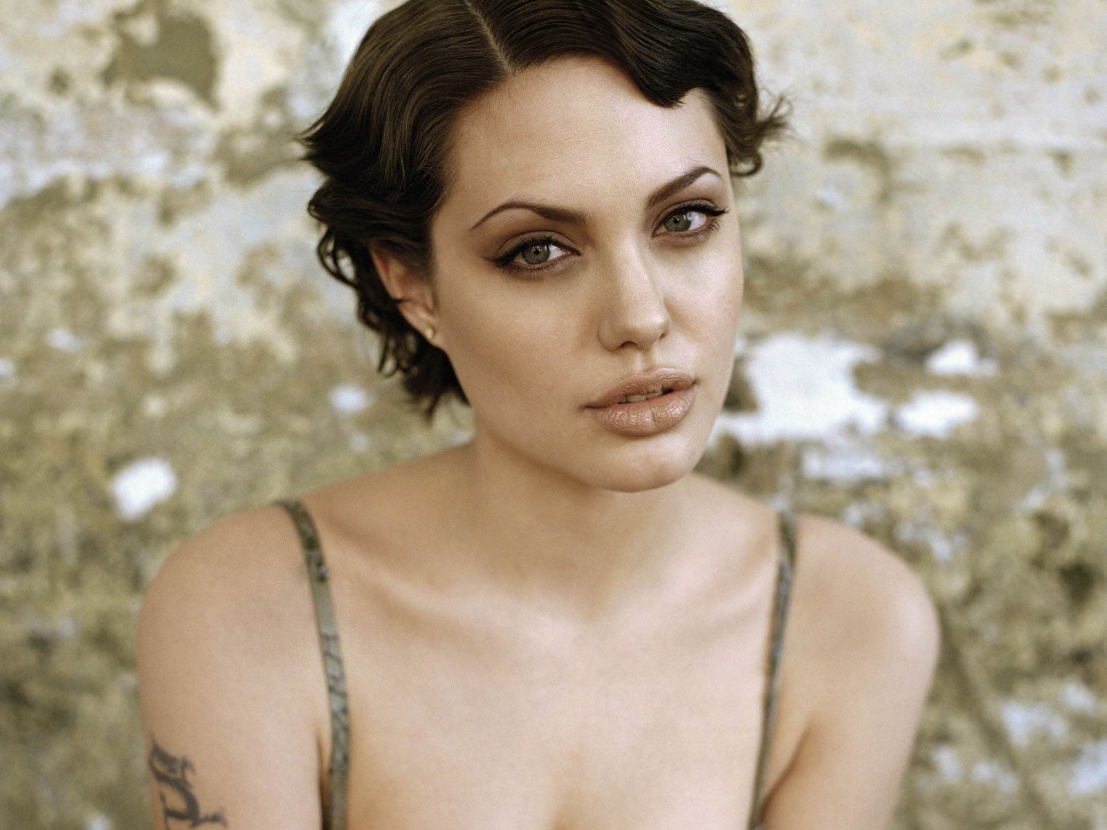 This Is Such A Fantastic Picture Of Angelina Jolie Natural Makeup With Angelina Jolie Short Hairstyles (View 2 of 25)