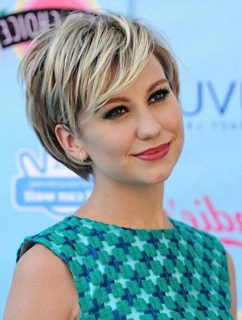 Top 34 Best Short Hairstyles With Bangs For Round Faces – Hairstyles Regarding Short Haircuts For Women With Round Faces (View 23 of 25)