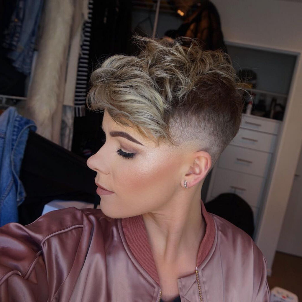 Tousled Hair Extension On Lady Fade Short Haircuts Pinterest Extreme Pertaining To Shaved Side Short Hairstyles (View 21 of 25)