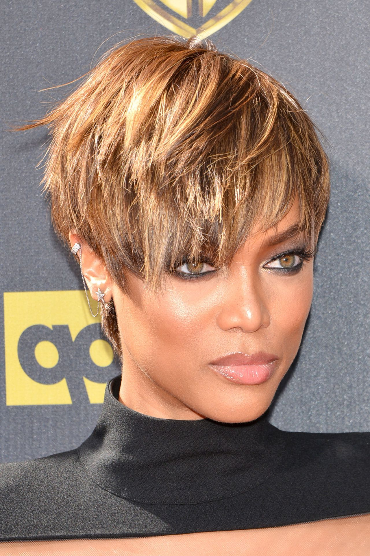 Featured Photo of Tyra Banks Short Hairstyles