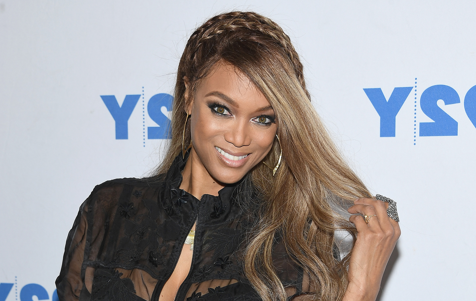 Tyra Banks Transform To Eve Doll For Life Size 2 Sequel | Time Inside Tyra Banks Short Hairstyles (View 17 of 25)