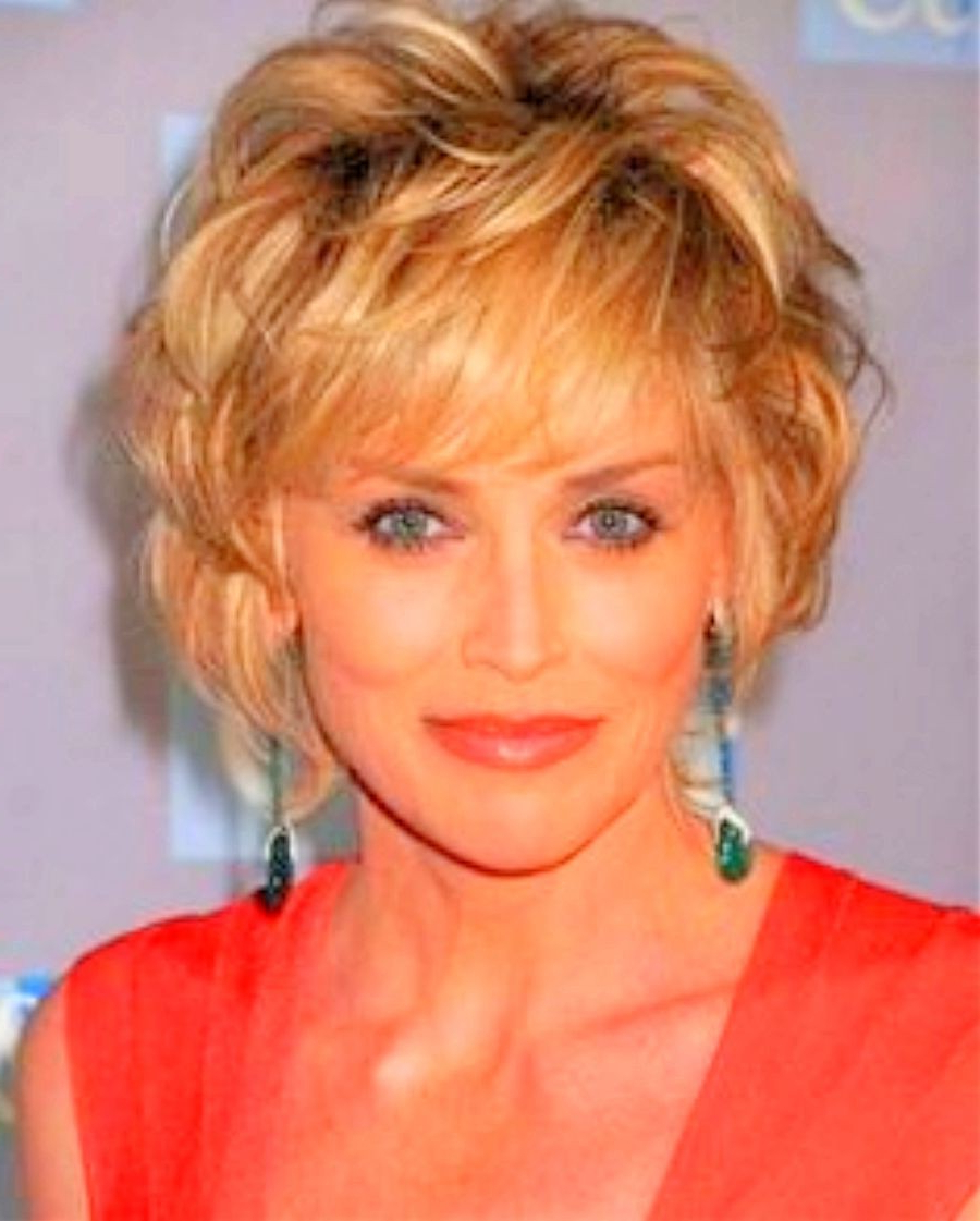 Featured Photo of Short Hair 50 Year Old Woman