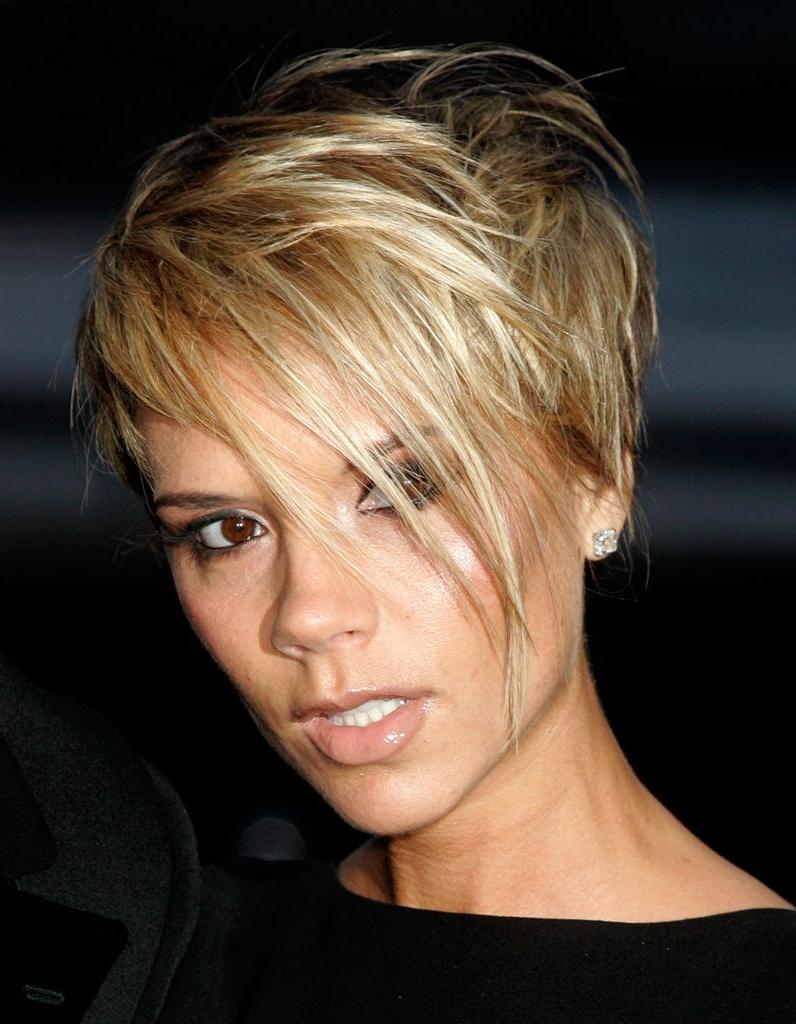 Victoria Beckham Teinte En Blonde   Hair   Pinterest   Short Hair Inside Victoria Beckham Short Hairstyles (View 10 of 25)