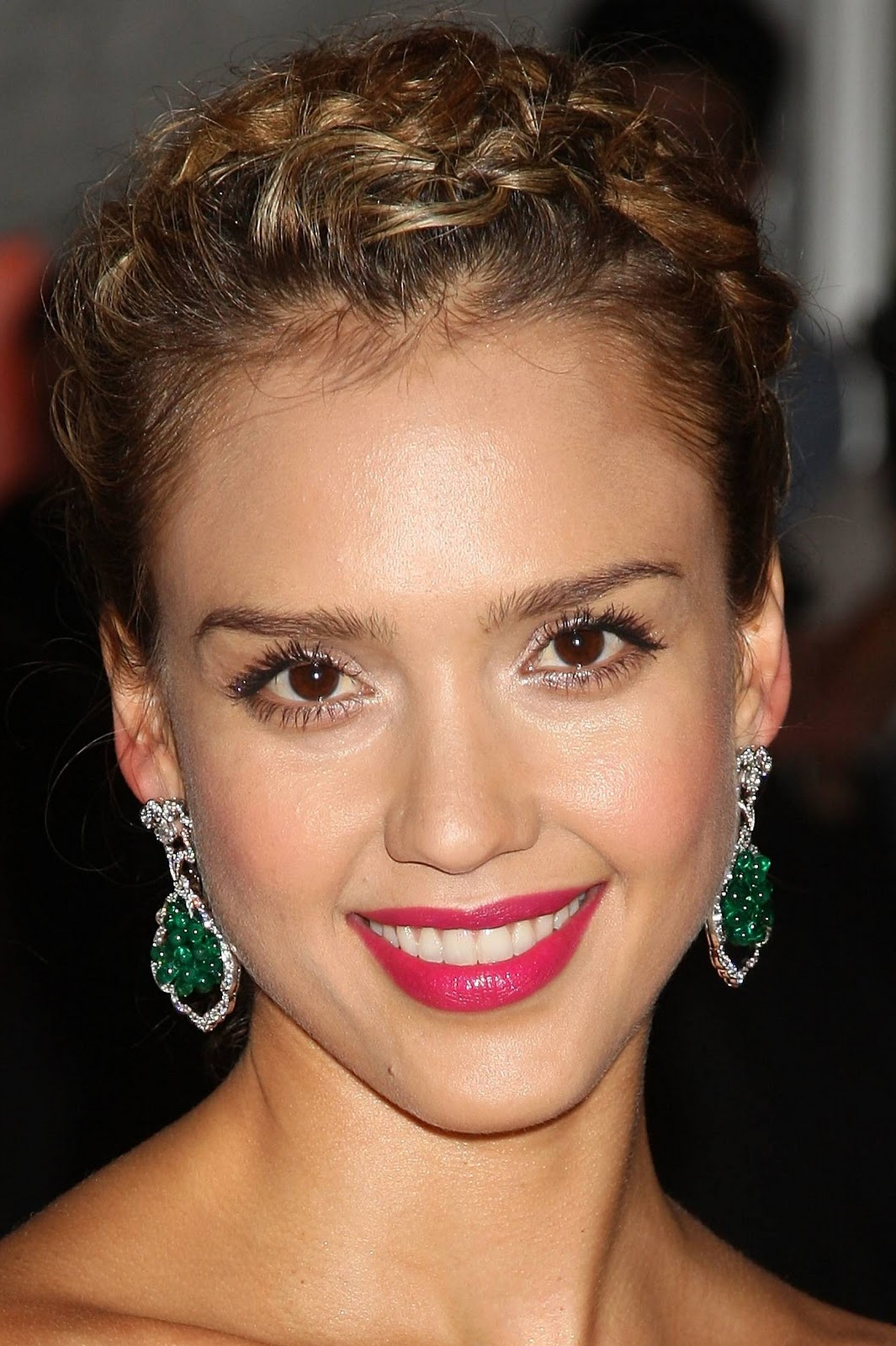 Watch Jessica Alba Hairstyles & Jessica Alba Hairstyles Pictures Throughout Jessica Alba Short Hairstyles (View 25 of 25)