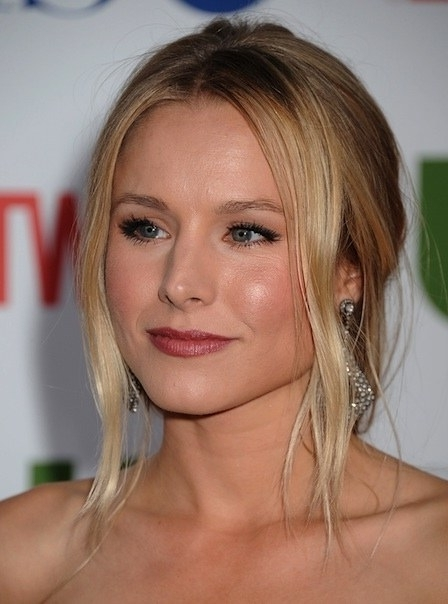 Weekend Ponytail Idea: Kristen Bell's Low, Wavy (And Ultra Romantic Within Romantic Ponytail Hairstyles (View 25 of 25)