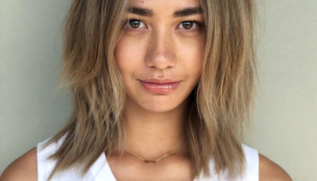 Women's Bronde Center Parted Lob With Straight Undone Texture And Intended For Straight Textured Angled Bronde Bob Hairstyles (View 15 of 25)