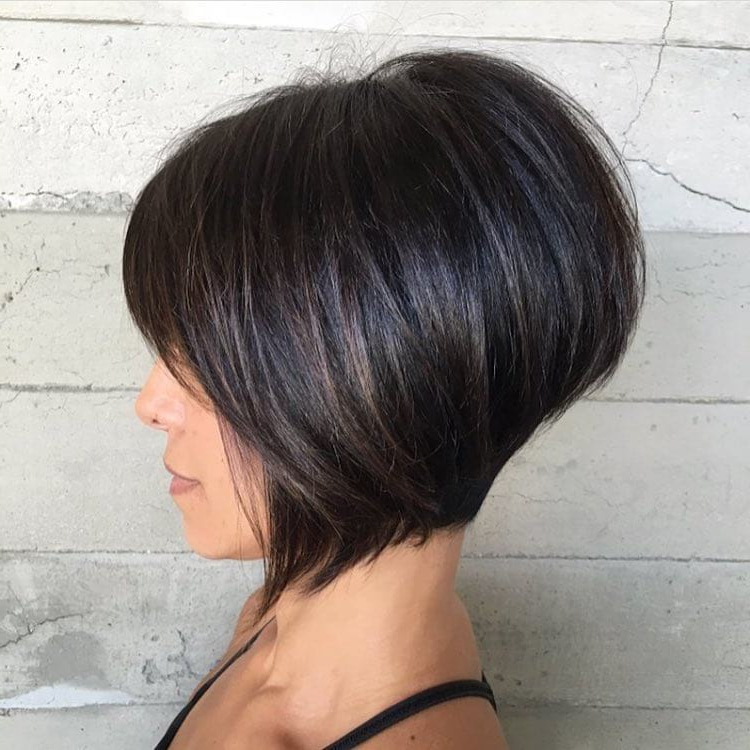 Women's Short Brunette Inverted Bob With Bangs And Highlights Pertaining To Inverted Brunette Bob Hairstyles With Feathered Highlights (View 14 of 25)