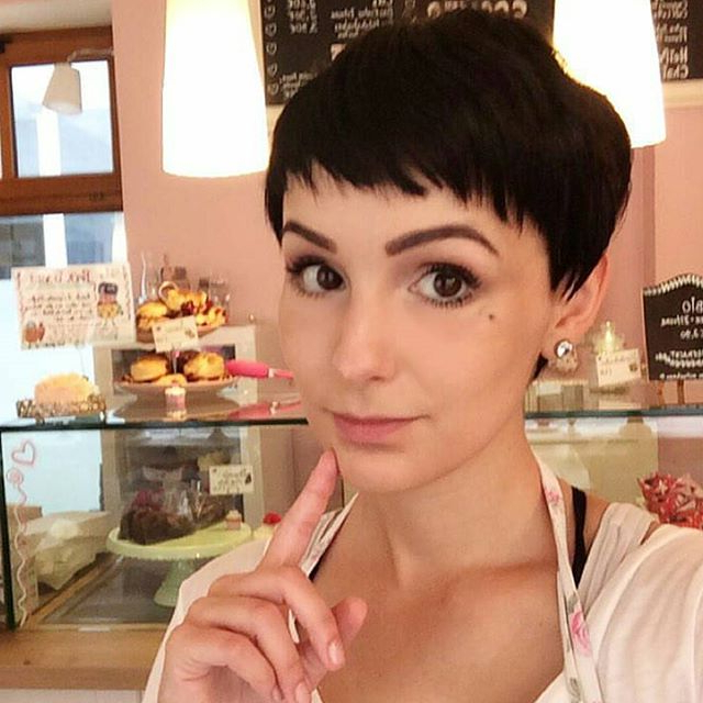 19 Incredibly Stylish Pixie Haircut Ideas – Short Hairstyles For Within Messy Salt And Pepper Pixie Hairstyles (View 18 of 25)