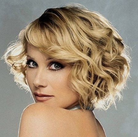 20 Layered Hairstyles For Short Hair – Popular Haircuts Throughout Short Voluminous Feathered Hairstyles (View 8 of 25)