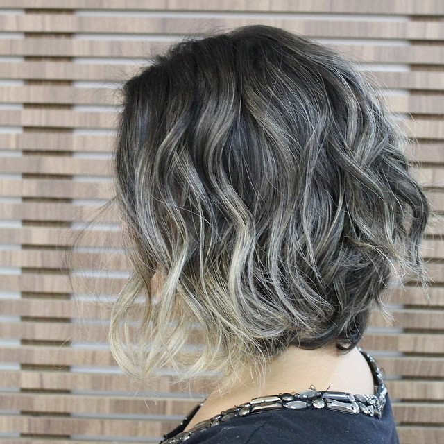 21 Flattering Messy Bob Hairstyles – Hairstyles Weekly For Gray Bob Hairstyles With Delicate Layers (View 9 of 25)