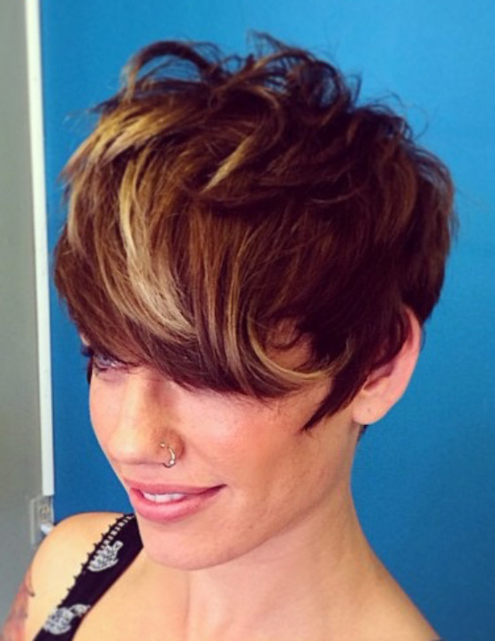 30 Chic Highlight Ideas For Your Brown Hair In Pixie Bob Hairstyles With Soft Blonde Highlights (View 25 of 25)
