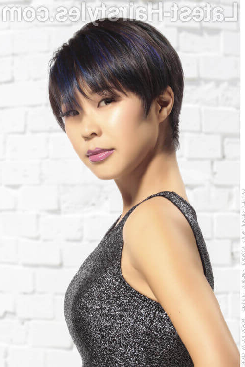 35 Short Straight Hairstyles Trending Right Now (Updated For 2018) Intended For Straight Bob Hairstyles With Bangs (View 15 of 25)