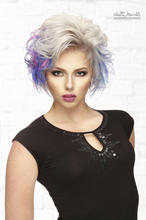 43 Perfect Short Hairstyles For Fine Hair In 2018 For Short Voluminous Feathered Hairstyles (View 24 of 25)