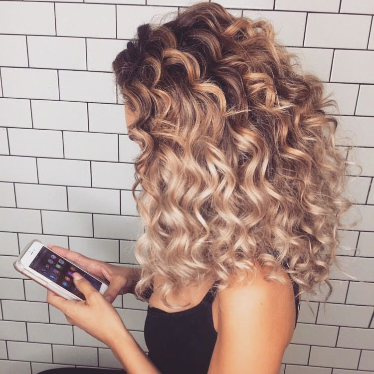 54 Nice Cute Curly Hairstyles For Medium Hair 2017   Hair & Beauty Intended For Playful Blonde Curls Hairstyles (View 25 of 25)