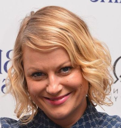 Amy Poehler's Chin Length Curly Blonde Hair In Playful Hairstyle Pertaining To Playful Blonde Curls Hairstyles (Gallery 8 of 25)