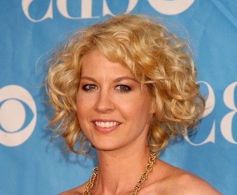 Jenna Elfman's Blonde Hair Is Styled In A Short, Curly Hairstyle for Playful Blonde Curls Hairstyles