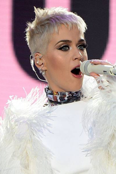 Katy Perry Short Hair: Blonde Pixie Crop | Glamour Uk Pertaining To Pure Blonde Shorter Hairstyles For Older Women (View 21 of 25)