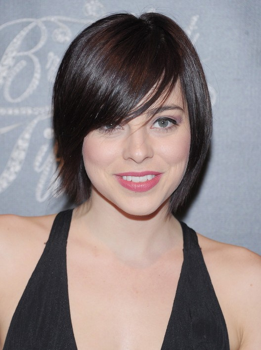 Krysta Rodriguez Short Straight Haircut With Side Swept Bangs Pertaining To Straight Bob Hairstyles With Bangs (View 21 of 25)