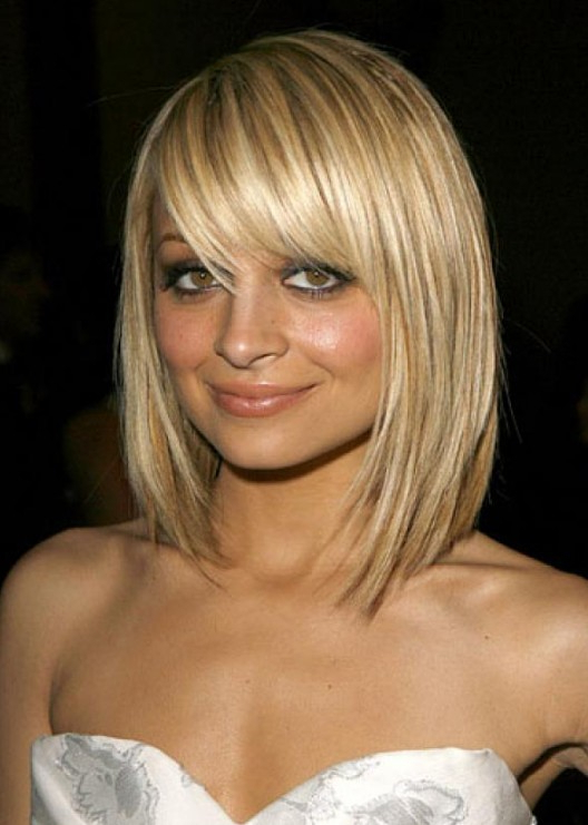 Pretty Textured Blonde Bob Haircut With Full Fringe – Nicole Richie Throughout Blonde Bob Hairstyles With Bangs (View 2 of 25)