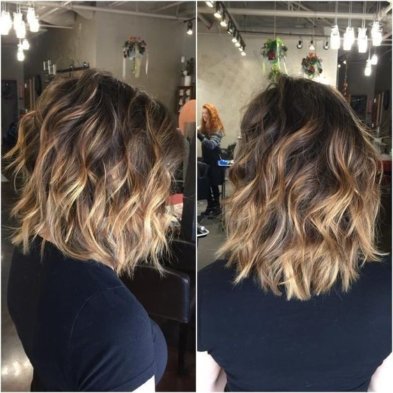 10 Winning Looks With Layered Bob Hairstyles 2019 With 2018 Shaggy Lob Hairstyles With Beach Waves (View 1 of 25)