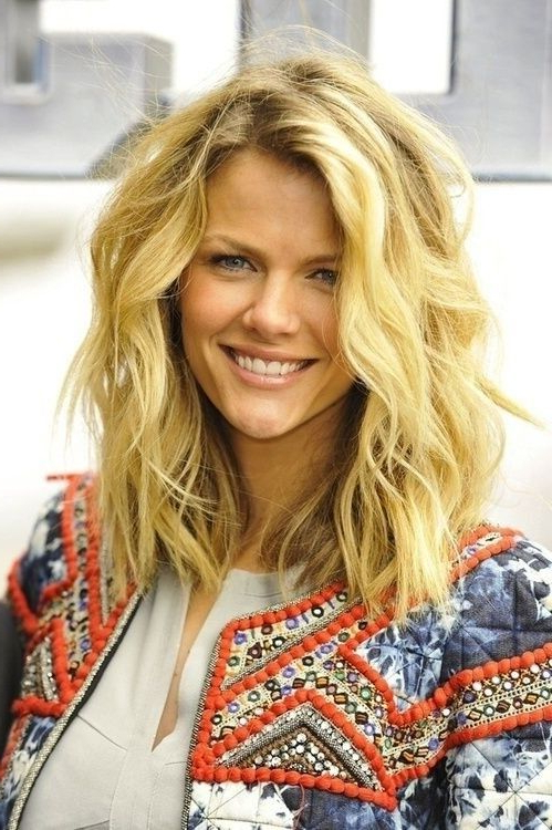 20 Layered Hairstyles For Women With 'problem' Hair – Thick, Thin With Regard To 2018 Medium Layered Wavy Haircuts (View 19 of 25)