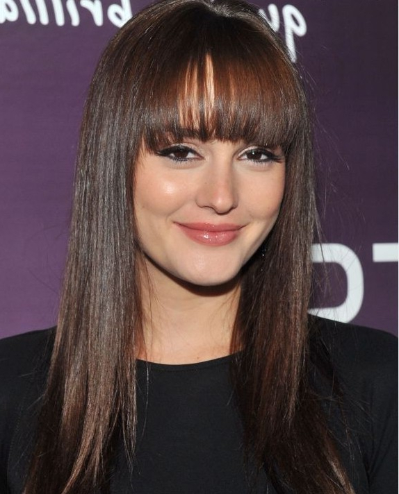 21 Amazing Hairstyles With Bangs – Pretty Designs Throughout 2018 Brunette Feathered Bob Hairstyles With Piece Y Bangs (View 14 of 25)