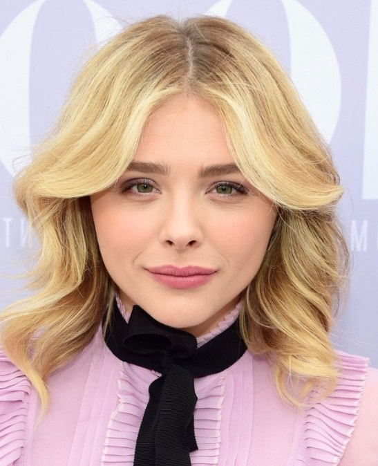 25 Chicest Medium Shoulder Length Haircuts For Women Pertaining To Recent Middle Part And Medium Length Hairstyles (View 12 of 25)