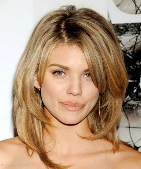 25 Most Superlative Medium Length Layered Hairstyles – Haircuts With Best And Newest Straight, Sleek, And Layered Hairstyles For Medium Hair (View 8 of 25)