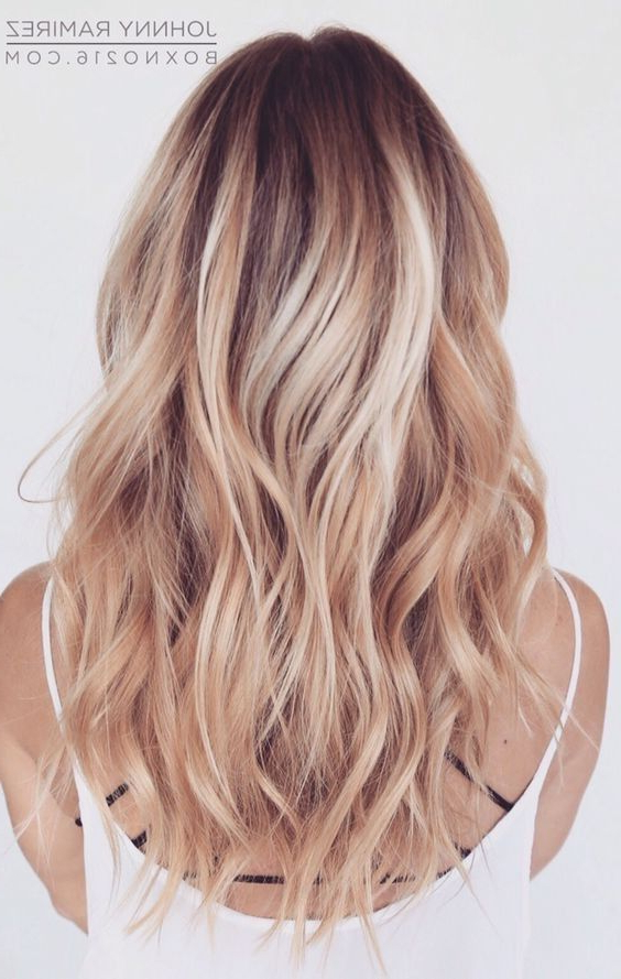 30 Chic Everyday Hairstyles For Shoulder Length Hair 2019   Hair Inside 2018 Medium Layered Wavy Haircuts (View 17 of 25)