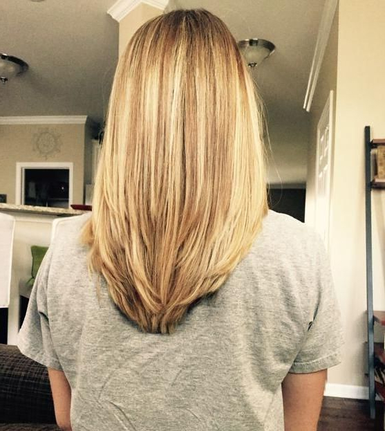 52 Medium Hair Cuts Styles You'll See Everywhere In 2018 | Hair Inside Most Recently Shoulder Length Haircuts With Long V Layers (View 6 of 25)