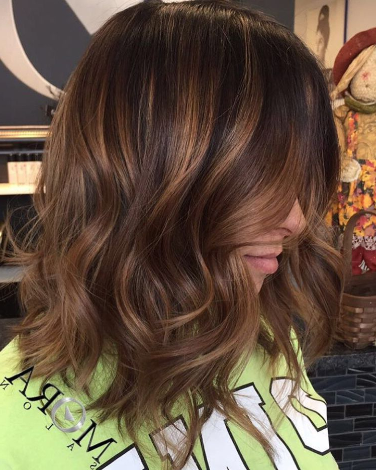 60 Looks With Caramel Highlights On Brown And Dark Brown Hair With Regard To 2018 Caramel Lob Hairstyles With Delicate Layers (View 11 of 25)