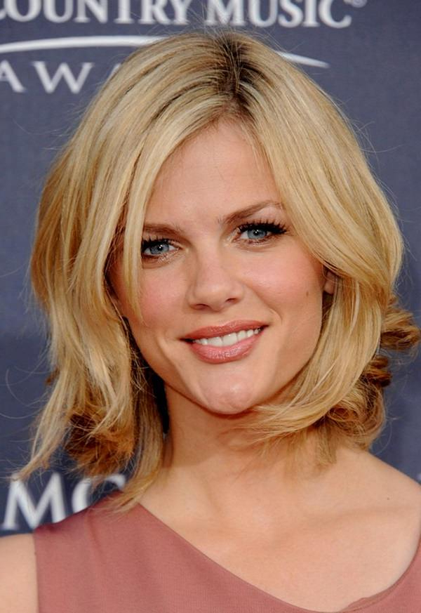 69 Gorgeous Ways To Make Layered Hair Pop In Most Current Shoulder Length Haircuts With Flicked Ends (Gallery 12 of 25)