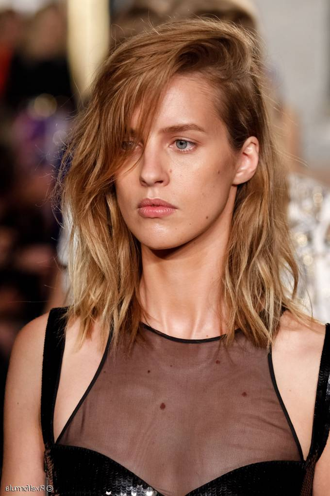 Beach Waves Lob: Sculpt Your Waves With An Effortless Cut Inside Newest Effortlessly Tousled Hairstyles (View 2 of 25)