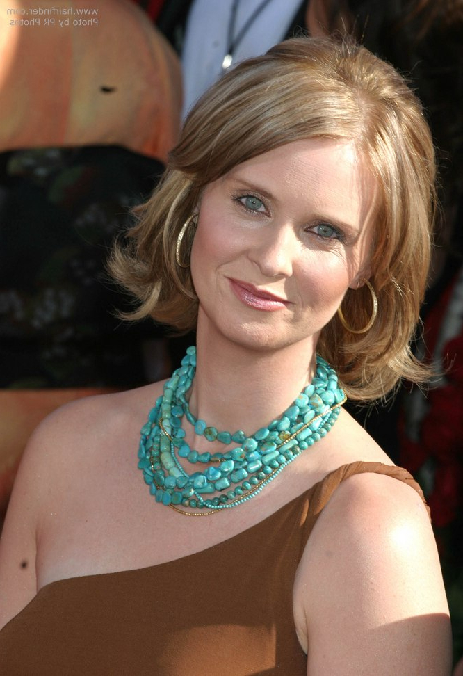 Cynthia Nixon Sporting A Midlength Hairstyle With Flipping Out Ends Inside Newest Shoulder Length Haircuts With Flicked Ends (View 17 of 25)