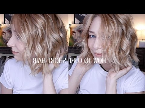 How To Curl Short Hair | Easy & Effortlessly Cute – Youtube Inside Most Recently Effortlessly Tousled Hairstyles (View 16 of 25)
