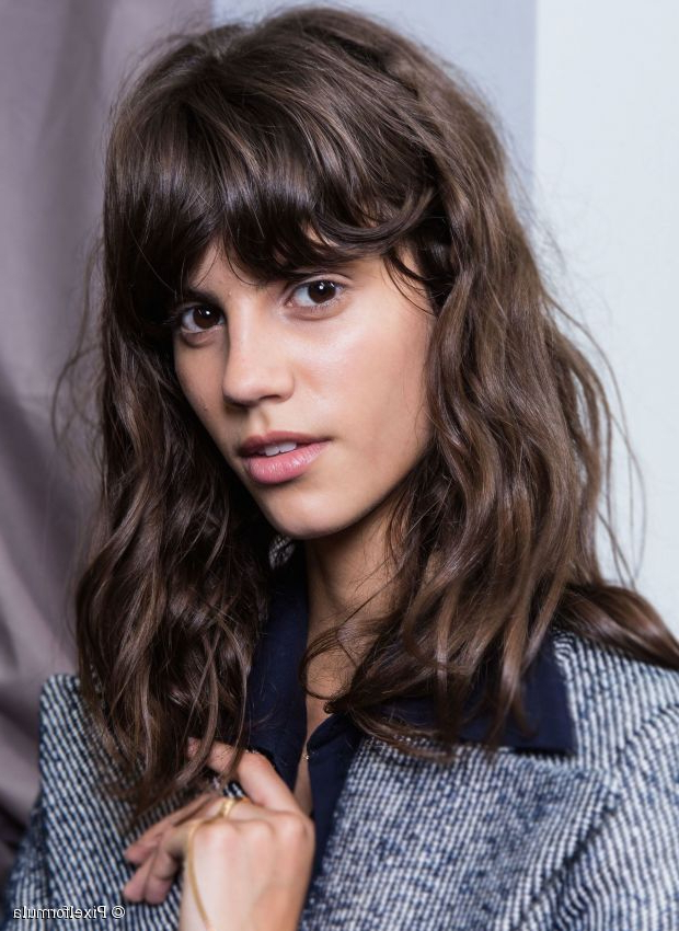 How To Wear Wavy Hair: 10 Effortlessly Beautiful Looks Throughout Most Recently Effortlessly Tousled Hairstyles (View 15 of 25)