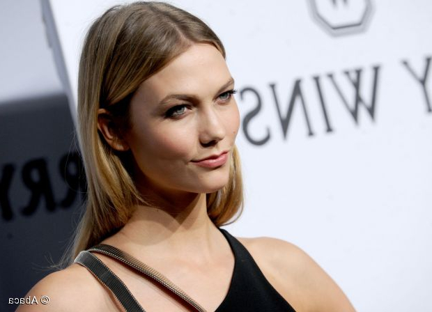 Medium Length Hairstyles: Karlie Kloss' Middle Part Inside Best And Newest Middle Part And Medium Length Hairstyles (View 16 of 25)