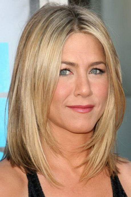Featured Photo of Straight, Sleek, And Layered Hairstyles For Medium Hair