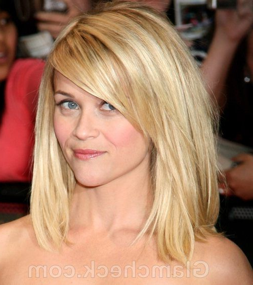 Reese Witherspoon – Long Bob With Long Side Swept Bangs | Hair In With Current Flipped Lob Hairstyles With Swoopy Back Swept Layers (View 3 of 25)