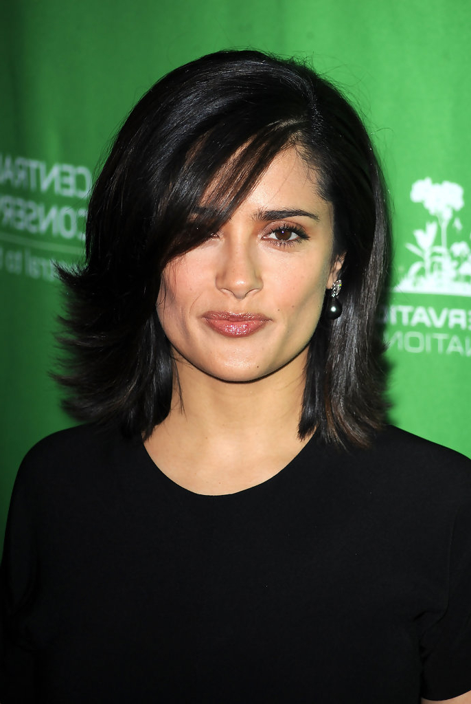 Salma Hayek Medium Layered Cut – Salma Hayek Shoulder Length Inside Most Current Layered And Flipped Hairstyles For Medium Length Hair (View 17 of 25)