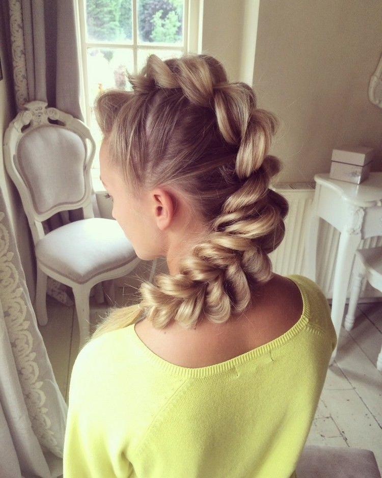 Topsy Tail Faux Hawk Frisur Frauen Lange Haare #hairstyles Regarding French Braid Pinup Faux Hawk Hairstyles (View 10 of 25)